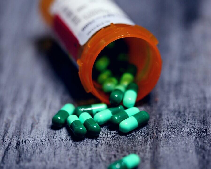 Czy srodki farmakologiczne są pomocne przy leczeniu choroby alkoholowej